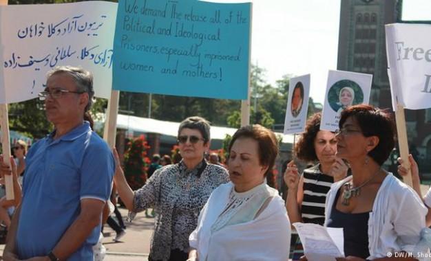 قصر صلح لاهه؛ میزبان حامیان مادران زندانی ایرانی
