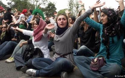 چرا جمهوری اسلامی ایران از زنان می ترسد؟