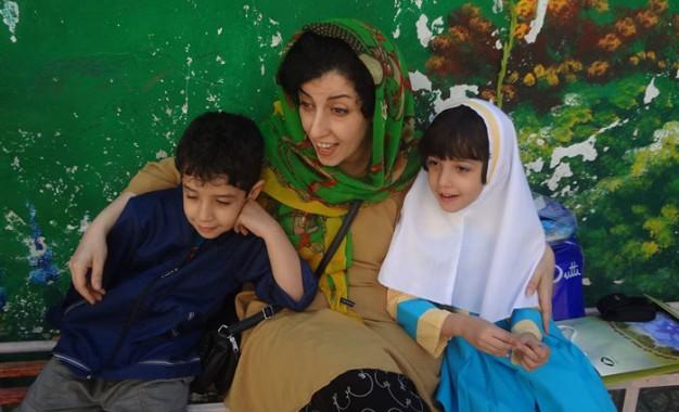 به دلیل اجازه ندادن مقامهای مسئول برای برقراری تماس تلفنی با فرزندان خردسالش نرگس محمدی اعتصاب غذا کرد