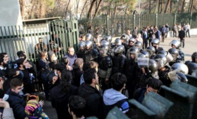 هشدار تریبون آزاد وکلا نسبت به دستگیری و بازداشت مردم بی دفاع