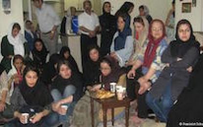 گردهمایی گروهی از فعالان زن در خانه نرگس محمدی