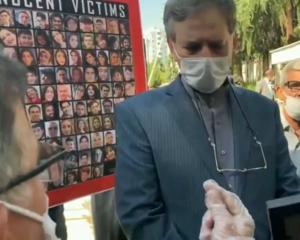تجمع خانواده کشتهشدگان هواپیمای اوکراینی مقابل وزارت خارجه