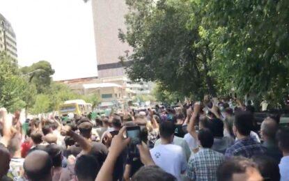 شعار معترضان در تهران علیه خامنهای؛ استانداری میگوید دلیل اعتراض قطع برق بود